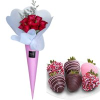 Surprise: Rose bouquet with mini box Strawberries in Chocolate