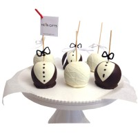 ADD-ON: BRIDE AND GROOM PETITE CHOCOLATE DIPPED APPLE